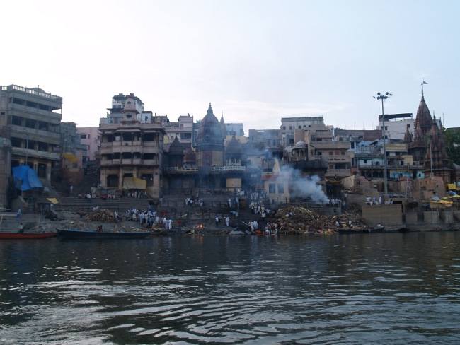Funeral at the Ghats (Source: Steve Hicks in Wikimedia)