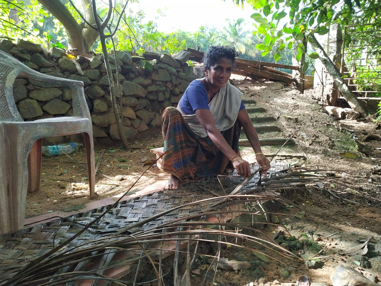 Weaving leaves for an income (Image: Gby Atee)