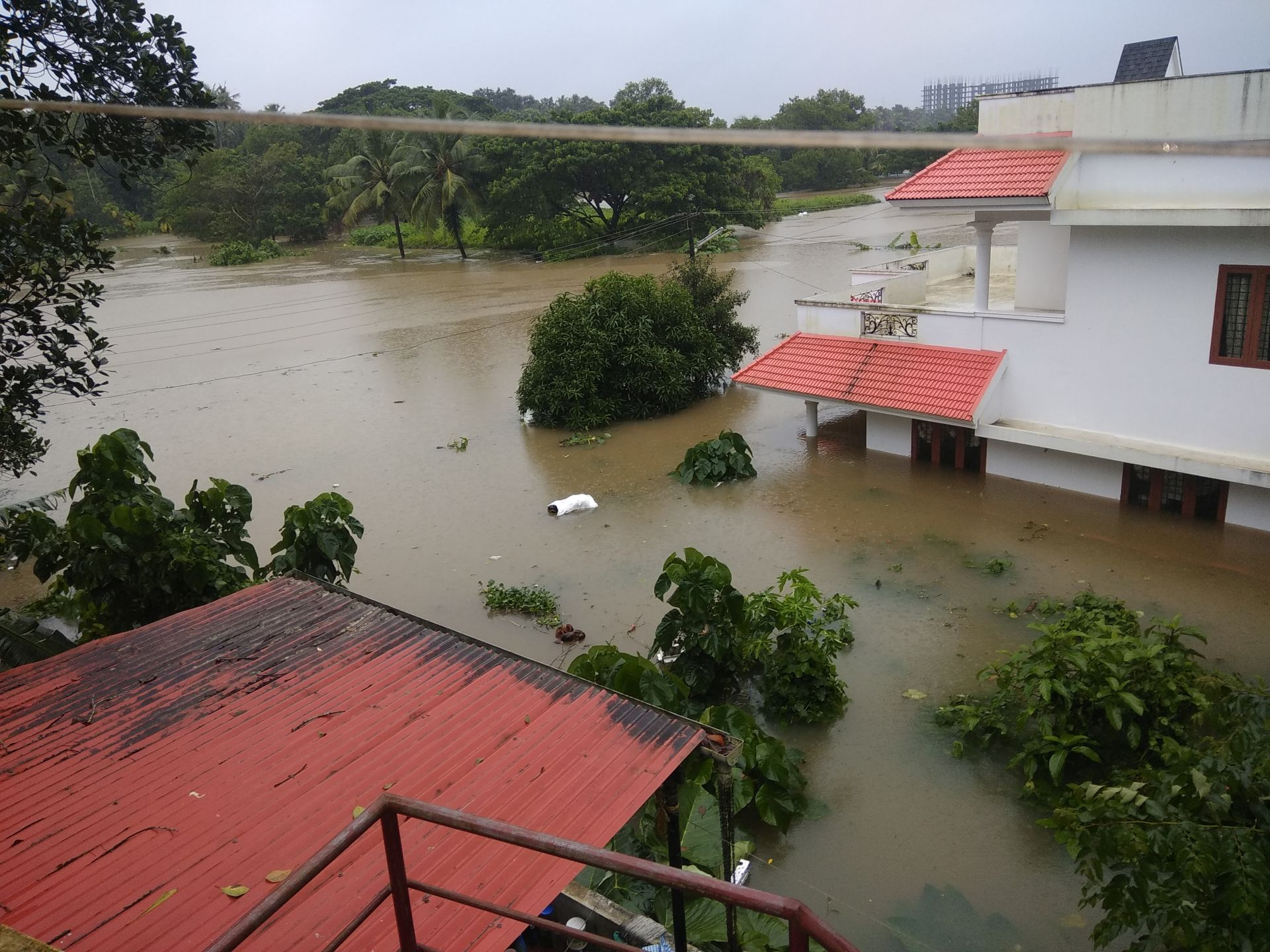 The losses to infrastructure due to the floods and landslides are huge. (Image: Ranjith Siji, Wikimedia Commons: CC BY-SA 4.0)