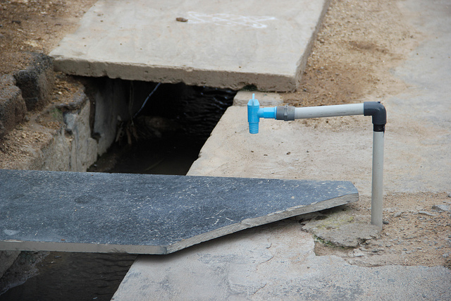 Water pipes run dry. (Source: IWP Flickr)