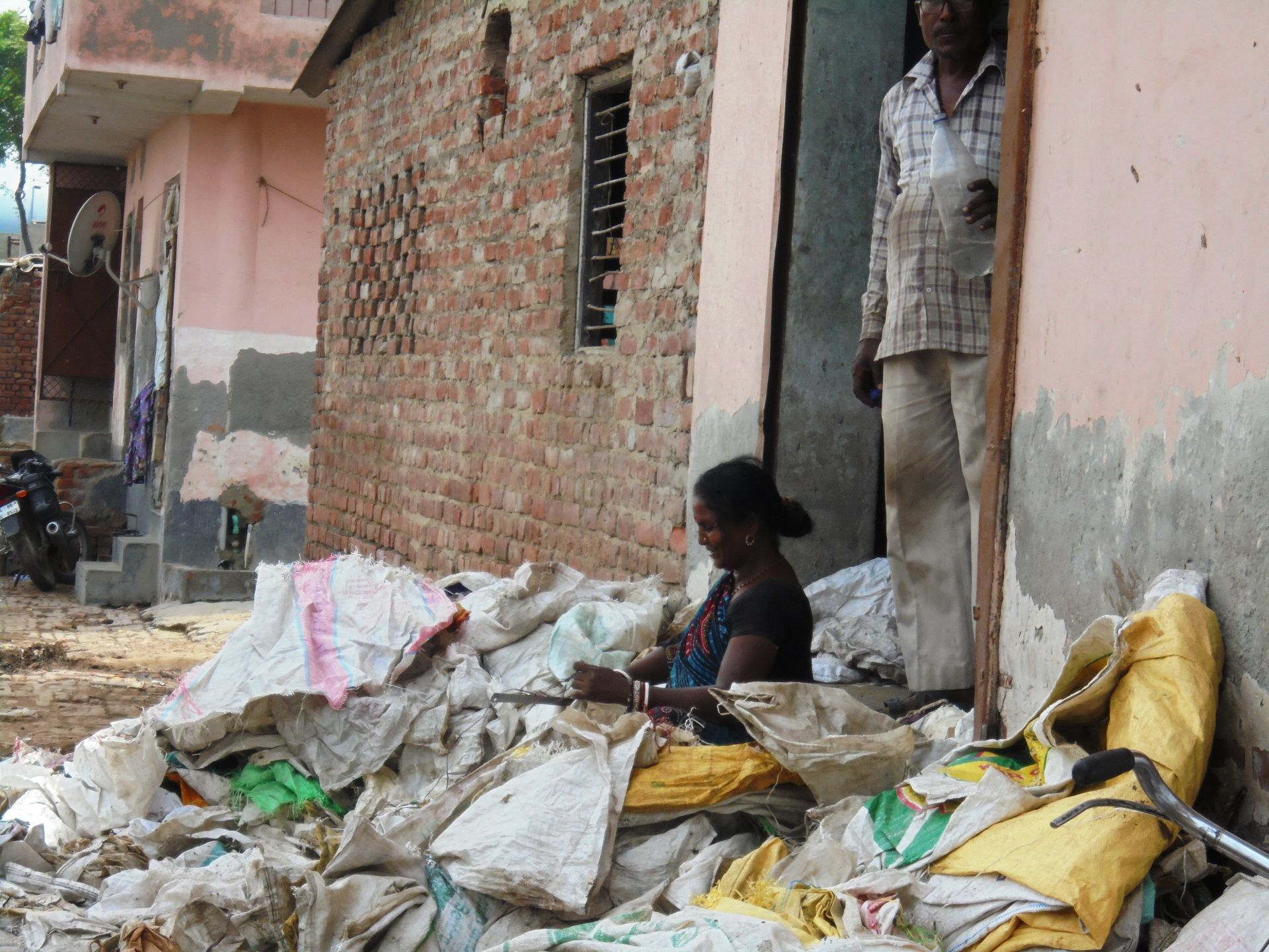Shalu works as a ragpicker at the Bhalaswa dump site now.