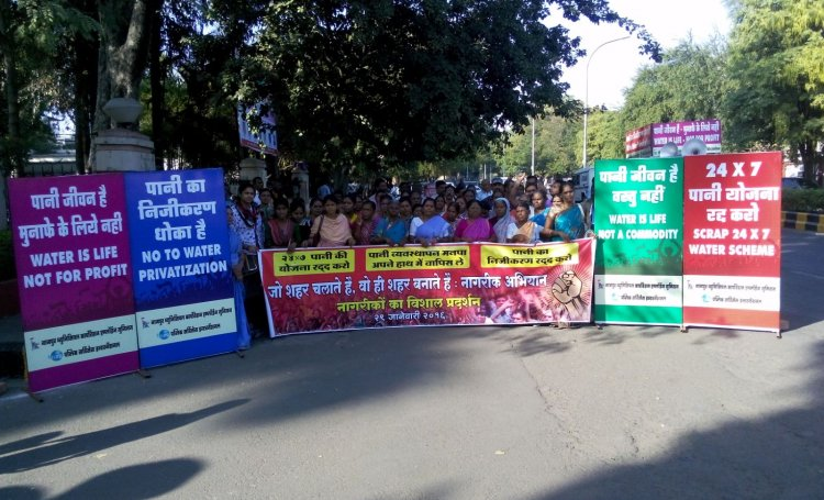 Residents of Nagpur protest water privatisation.