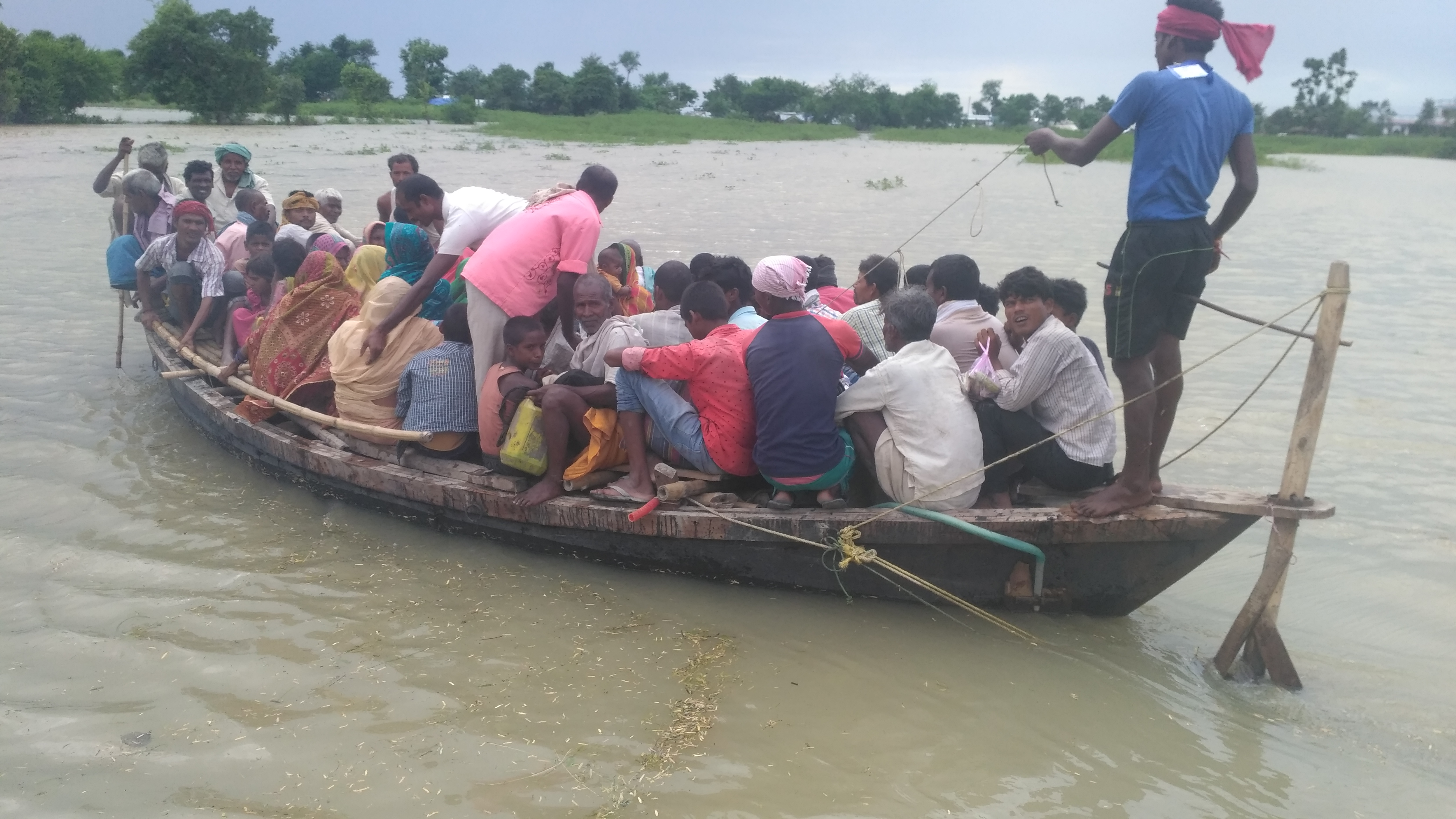 Villagers get transported to a relief camp in Supaul district in Bihar. (Photo by Ranjan Kumar)