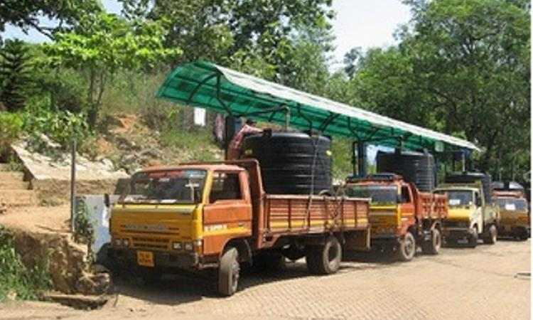 Water tankers cater to the needs of populations in tourist destinations in India (Image Source: India Water Portal)