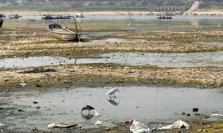 Polythene bags and solid waste left behind as water recedes in the Ganga river. (Source: India Water Portal on Flickr)