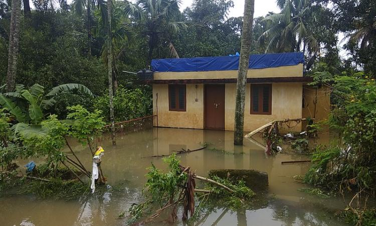 The floods in Kerala have taken nearly 400 lives and have displaced around 1.2 million people. (Image: Ranjith Siji, Wikimedia Commons: CC BY-SA 4.0)