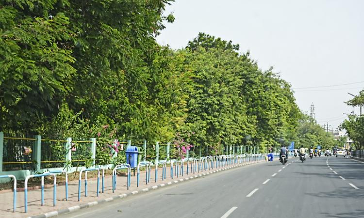 Clean road near Pardesipura, Indore. (Source: India Water Portal)