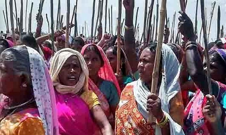The women of Sundari village protest