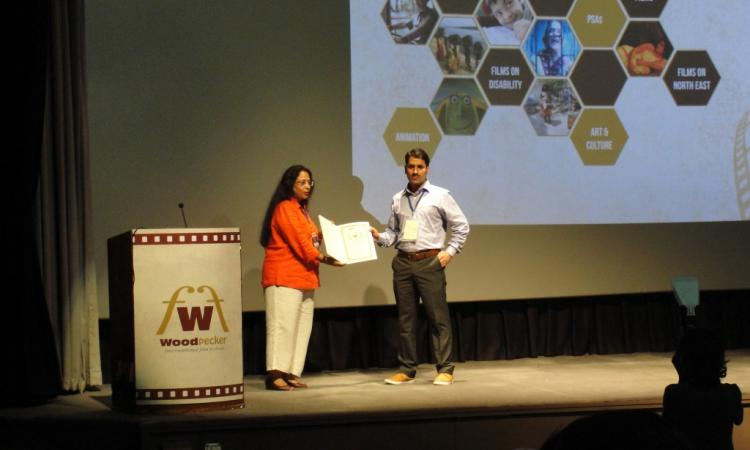 Abdul Rashid receives the nomination certificate during WIFF 2016.